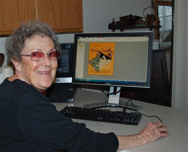 photo of suzanne sasser at her computer
