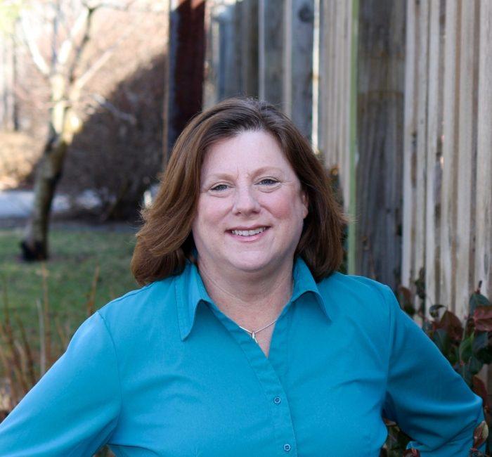 headshot of Lisa Becker