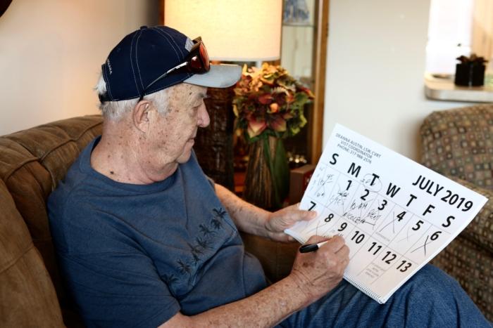 Frank Kontor using large print calendar