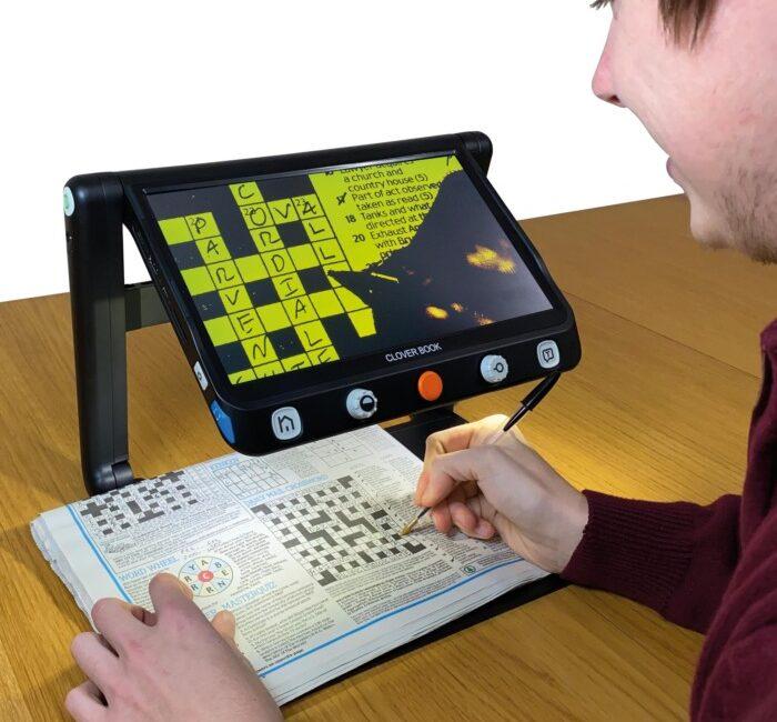 CloverBook lite video magnifier